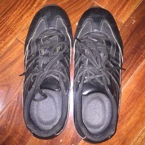 Shoes - Non slip shoes